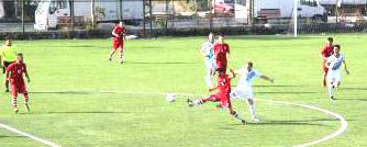 TOP�ULAR OYNADI, MAHMUTBEY KAZANDI: 0-1