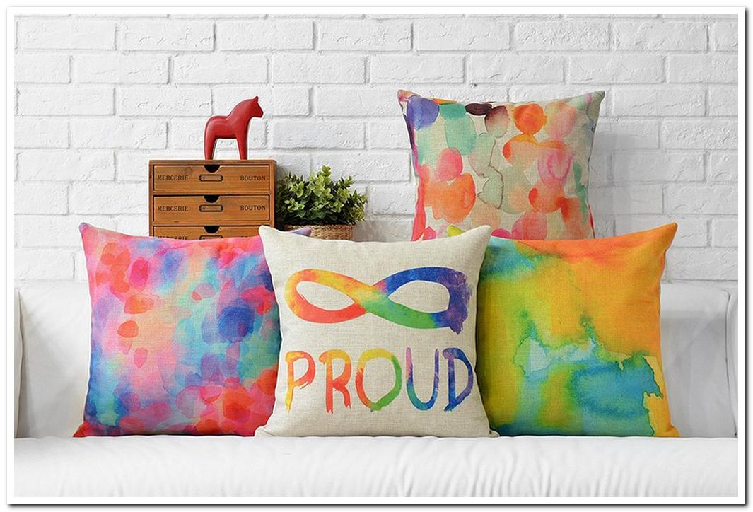 Декоративные подушки современные